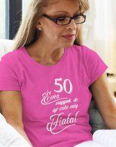 50 éves vagyok de az este még fiatal NŐI póló
